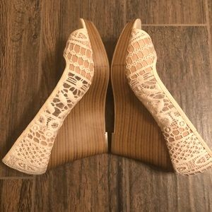 Lace Wedge by American Eagle Size 7.5